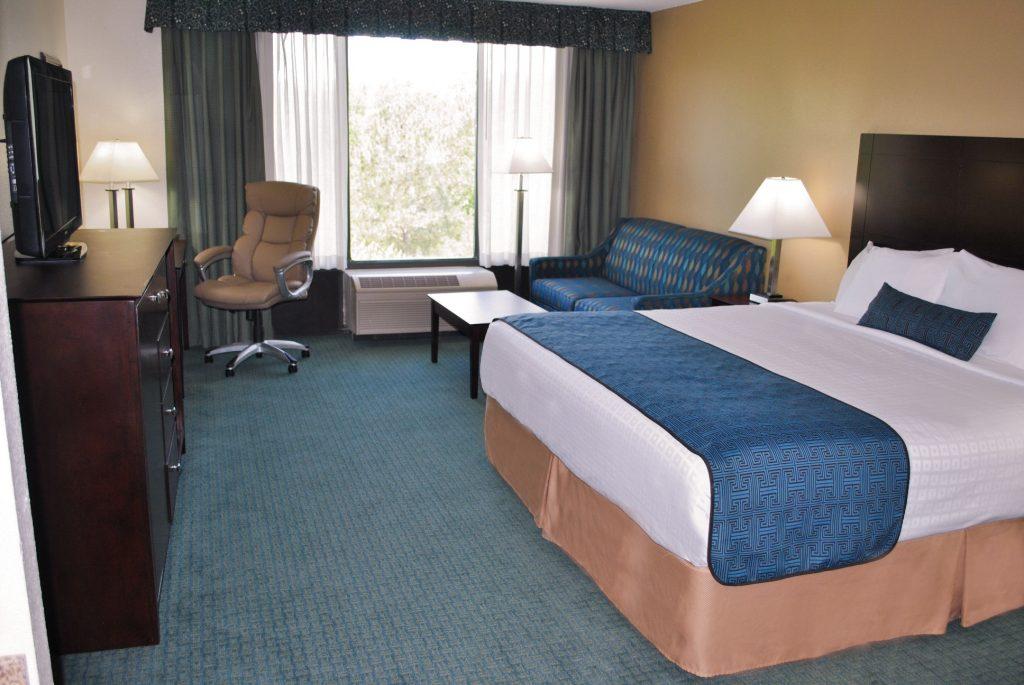 King Room Wyndham Gardens Hotel Busch Gardens Area