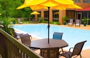 WIlliamsburg VA Hotels with a Pool